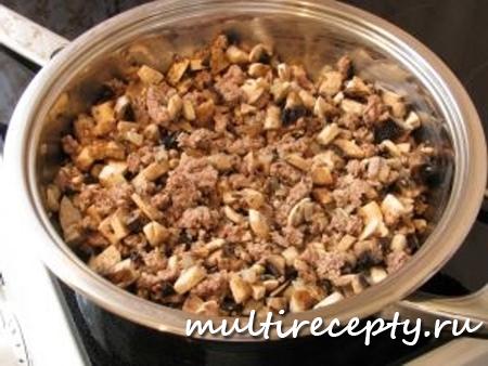 Картофель с грибами и фаршем - быстрое и аппетитное блюдо, приготовленное в мультиварке