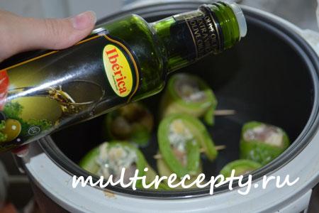 Кабачки с сыром и мясом в мультиварке