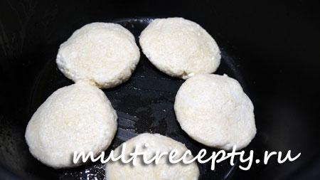 Приготовление сырников в мультиварке