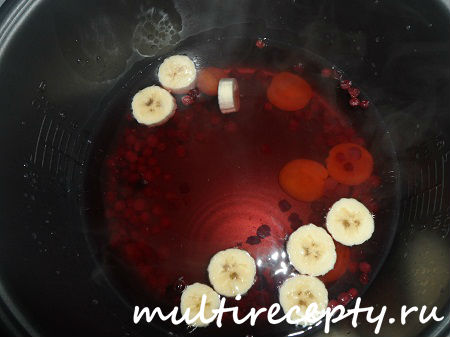 Кисель из кураги, клюквы и банана, приготовленный в мультиварке Panasonic