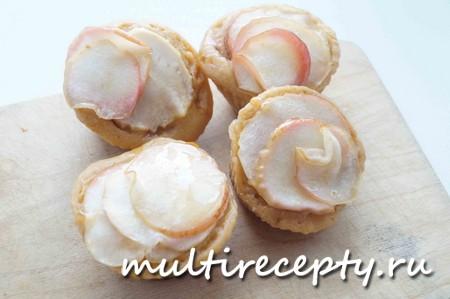 Вкусные кексы с яблоками в мультиварке готовы!