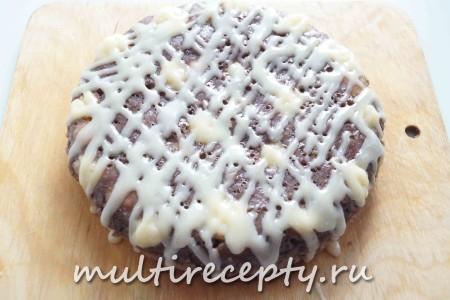 Покрыть готовый и уже остывший пирог сахарной глазурью