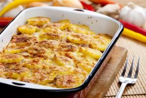 картошка со сметанным соусом в мультиварке