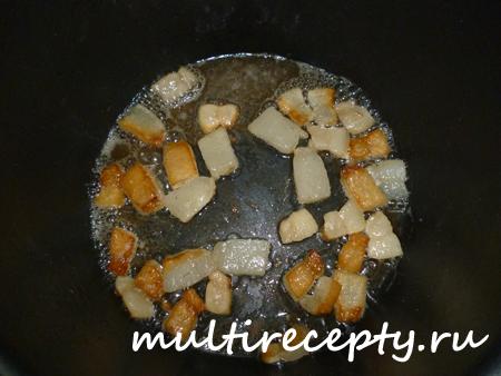 Жареная картошка в мультиварке с салом
