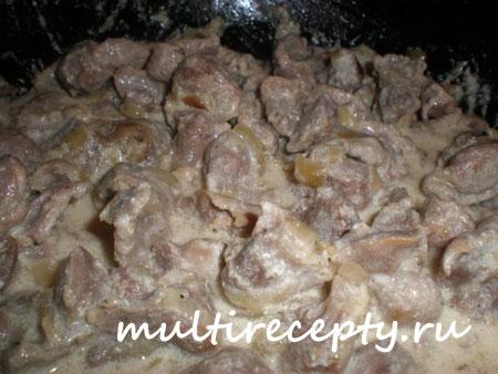 Куриные желудки в мультиварке со сметаной