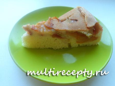 Яблочно-персиковая шарлотка в мультиварке