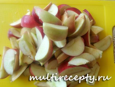 Шарлотка с яблоками и персиками в мультиварке