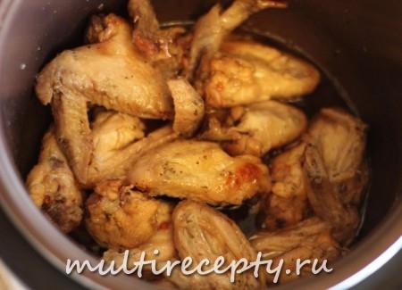 Куриные крылышки в кисло сладком соусе приготовленные в мультиварке